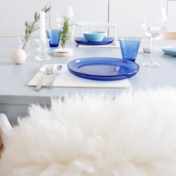 Gedeckter Tisch mit der Suomi Kollektion von Iittala