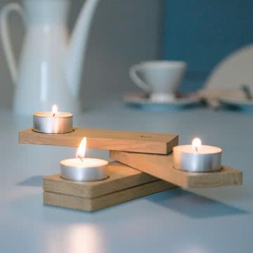 Adventsfächer von Lessing mit Kerzen.