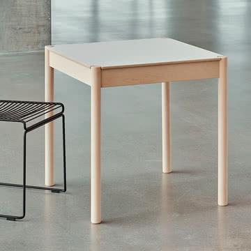 Der Hay - C44 Tisch, 70 x 70 cm in Buche geseift / natur weiss