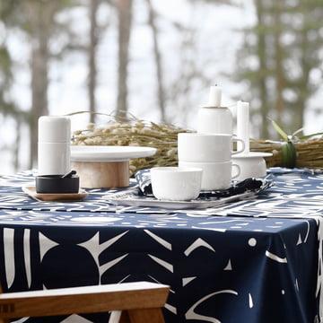 Oiva Mylly Gewürzmühle, Yön Varjo Tischdecke und Oiva Kanta Servierteller / Kuchenplatte von Marimekko in Weiß