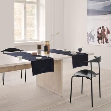 Engesvik Tischläufer von Georg Jensen Damask über dem Tisch im Esszimmer