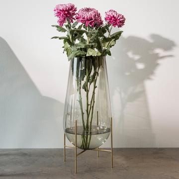 Échasse Vase von Menu in Smoke / Messing
