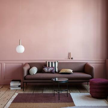 Der ferm Living - Opal Shade Lampenschirm, Sphere dekorativ neben dem Sofa platziert