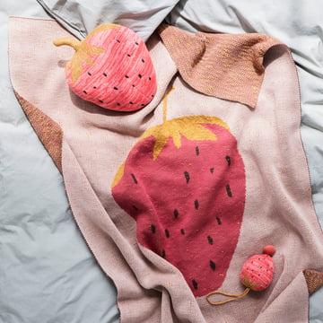 Fruiticana Kinderdecke 80 x 100 cm von ferm Living in Erdbeere