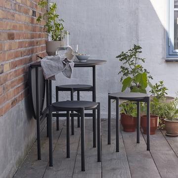 Der Skagerak - Picnic Tisch und Picnic Hocker in anthrazit im Garten