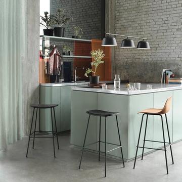 Fiber Hocker-Serie von Muuto in der Küche