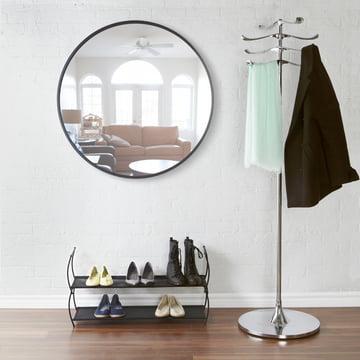 Der Umbra - Hub Spiegel Ø 91.4 cm im Flur platziert