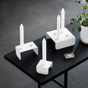 Der Northern - Brick Kerzenhalter auf dem Tisch platziert