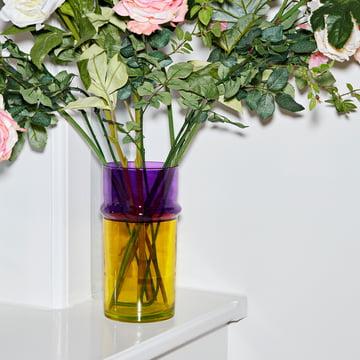 Die Hay - Marokkanische Vase L, gelb mit Blumenstrauß