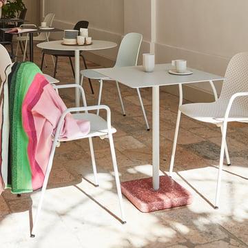Hay - Terrazzo Tisch quadratisch, hellgrau / rot