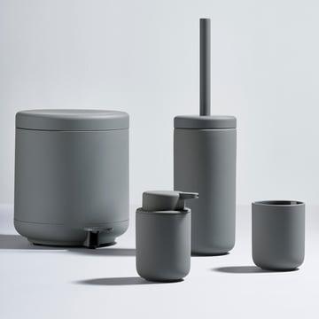 Die Zone Denmark - Ume Serie mit Seifenspender, Zahnputzbecher, Toilettenbürste und Treteimer