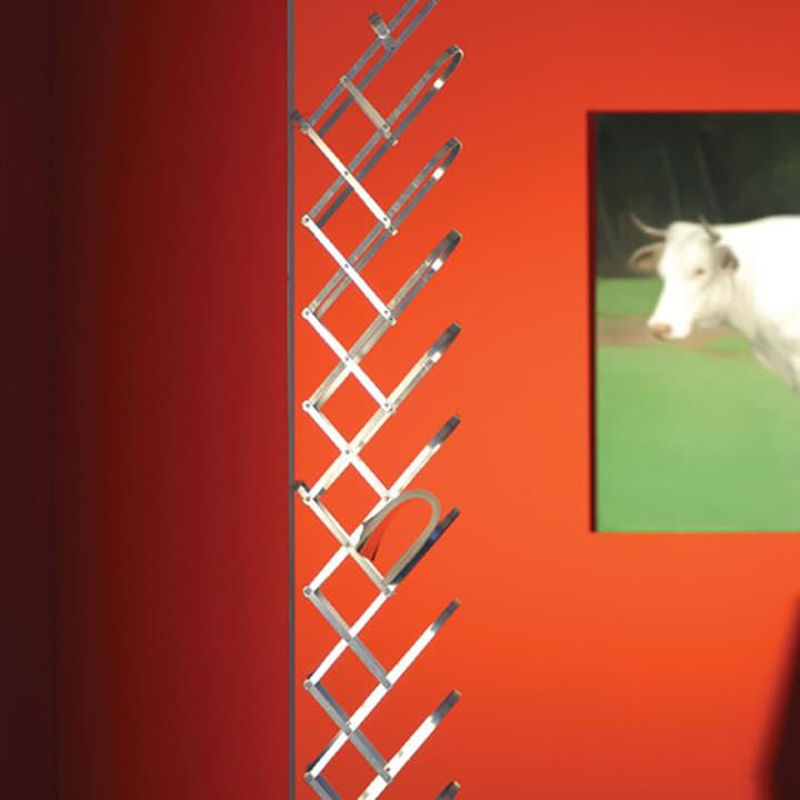 Collator Zeitungshalter von Radius Design für die Wand