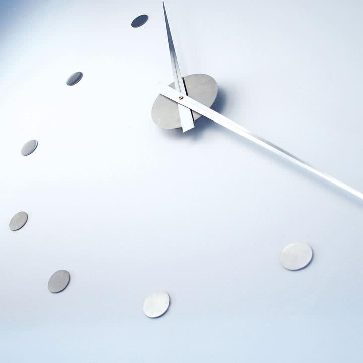 Flexibel in ihrer Größe - die flexible Wanduhr von Radius Design