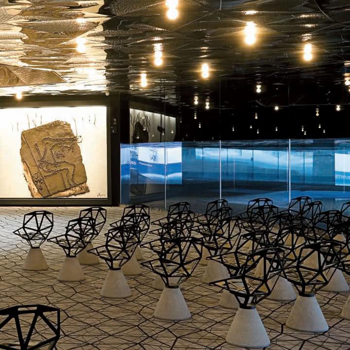 Magis - Chair One mit Zement Sockel