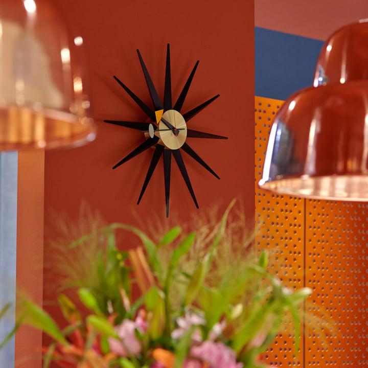 Vitra - Sunburst Clock, schwarz / messing
