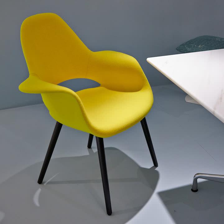Organic Conference Stuhl von Vitra in gelb und Esche/schwarz