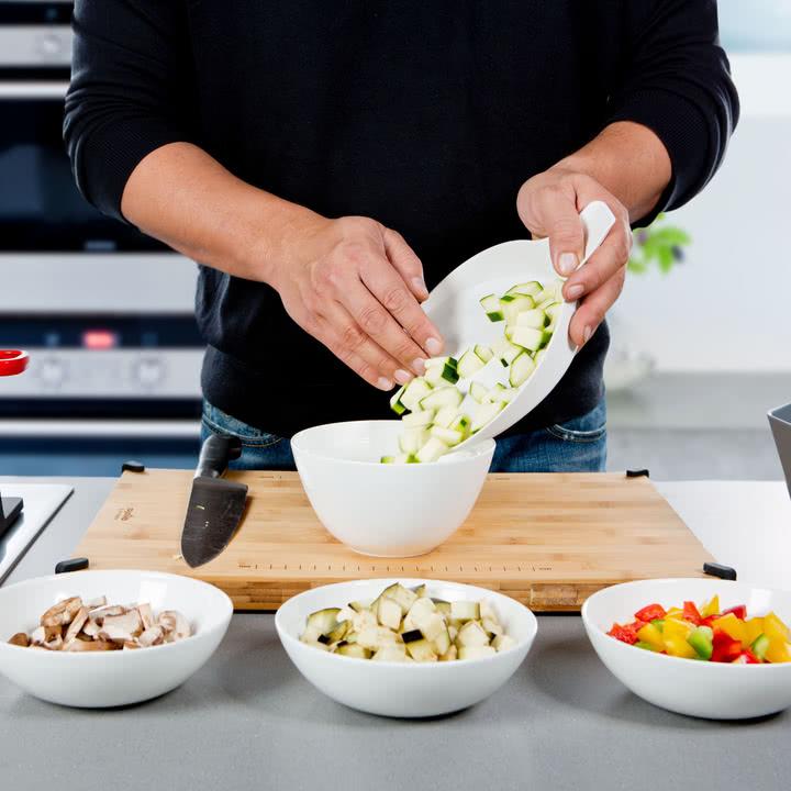 Royal VKB - Chop Organizer, weiß - Gemüse in eine Schale