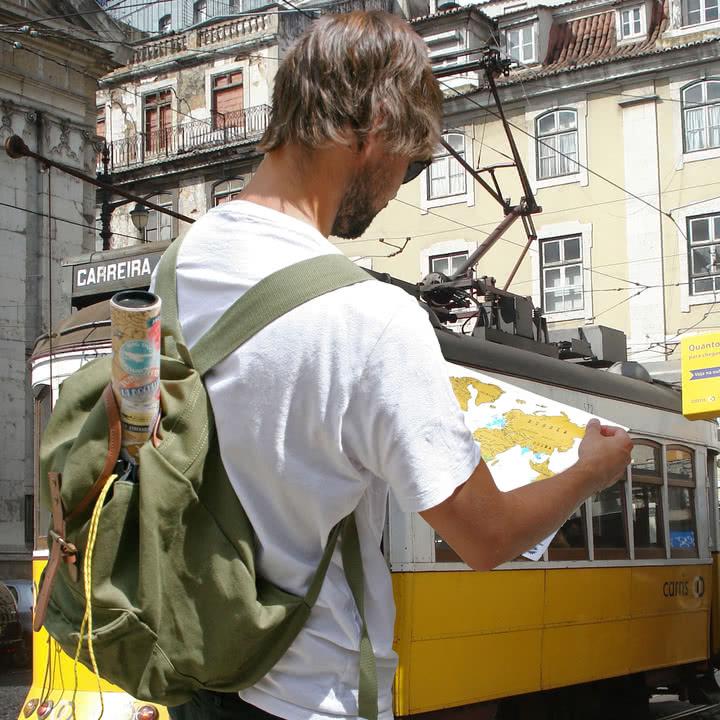 Klein, praktisch, immer dabei: Luckies Scratch-Map Travel Edition