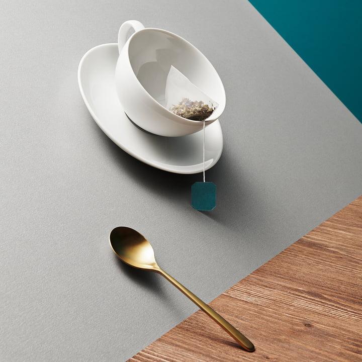 Kahla - Magic Grip Teeservice, Tasse und Löffel schräg