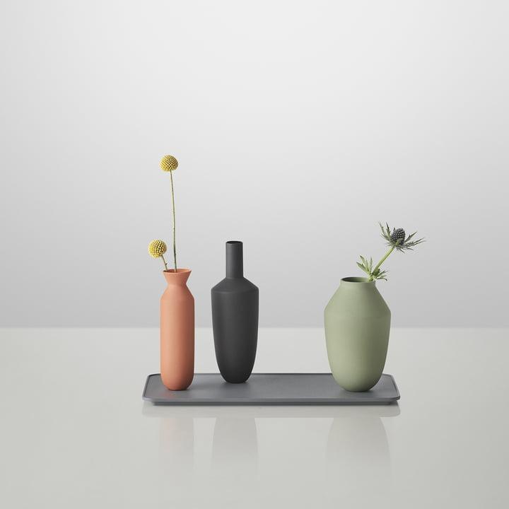 Muuto - Balance Vase (3 Vasen-Set), Block Colour, mit Blumen