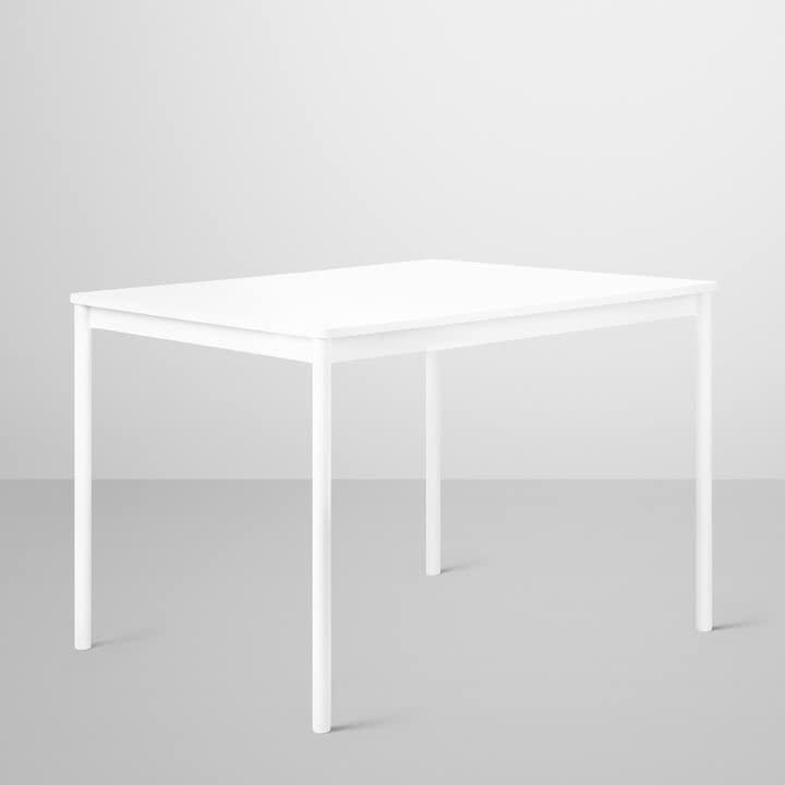 Base Table von Muuto in weiß mit Sperrholzkante