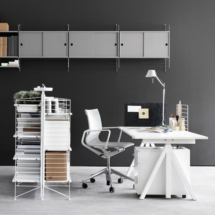 Works Freistehendes Regal und Schreibtisch von String