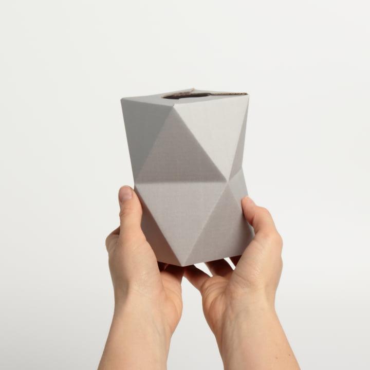 snug.vase low von Snug.studio in grau