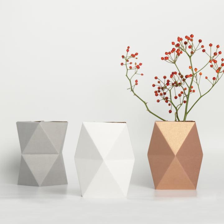snug.vase low von Snug.studio in weiß, grau und kupfer