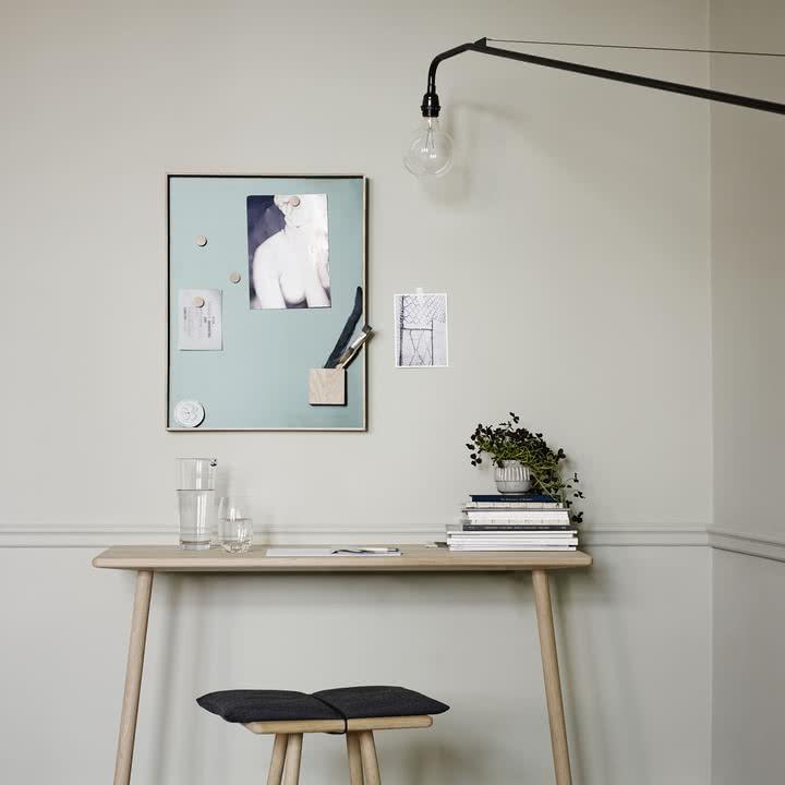 Elegante Pinnwand für den Arbeitsbereich