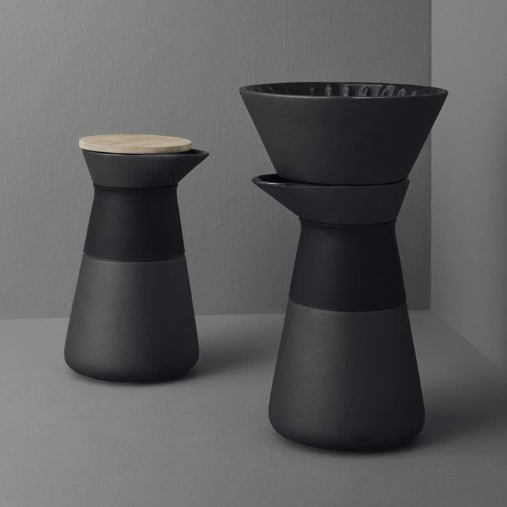 Die Kaffeefilterkanne von Stelton mit elegantem Slow-Brew Sytem