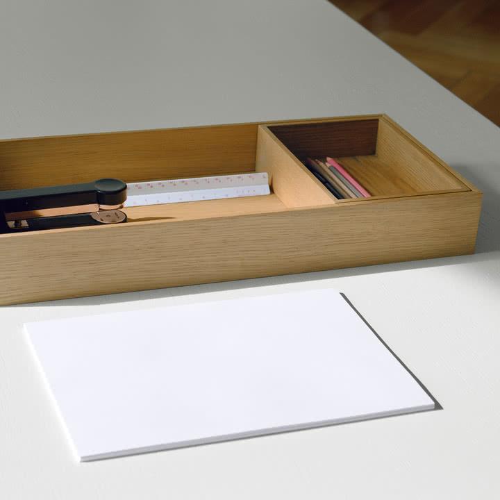 CM07 Open Tablett als praktische Schreibtischablage