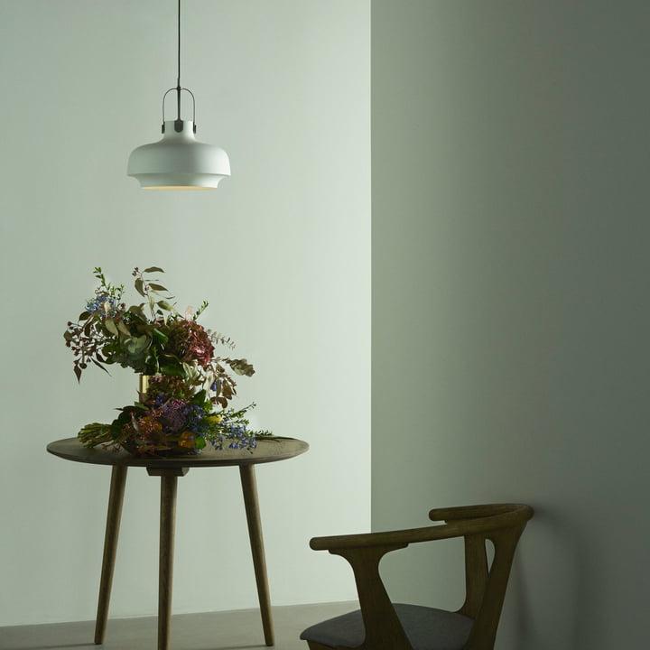 Copenhagen SC7 Pendelleuchte mit In Between Stuhl und Tisch von &Tradition