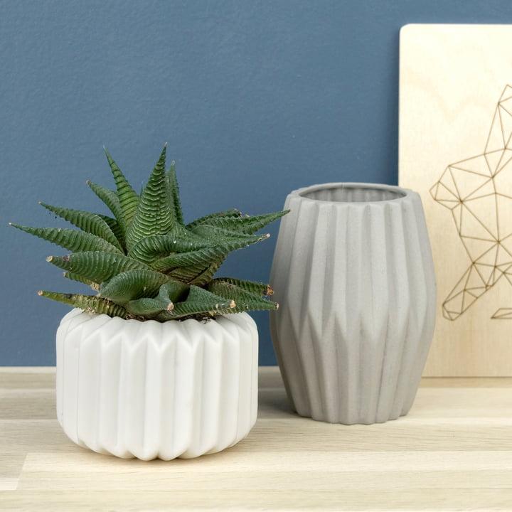 Riffle 1 und 3 Keramikteelichthalter / -vasen von Novoform in reinweiß und grau