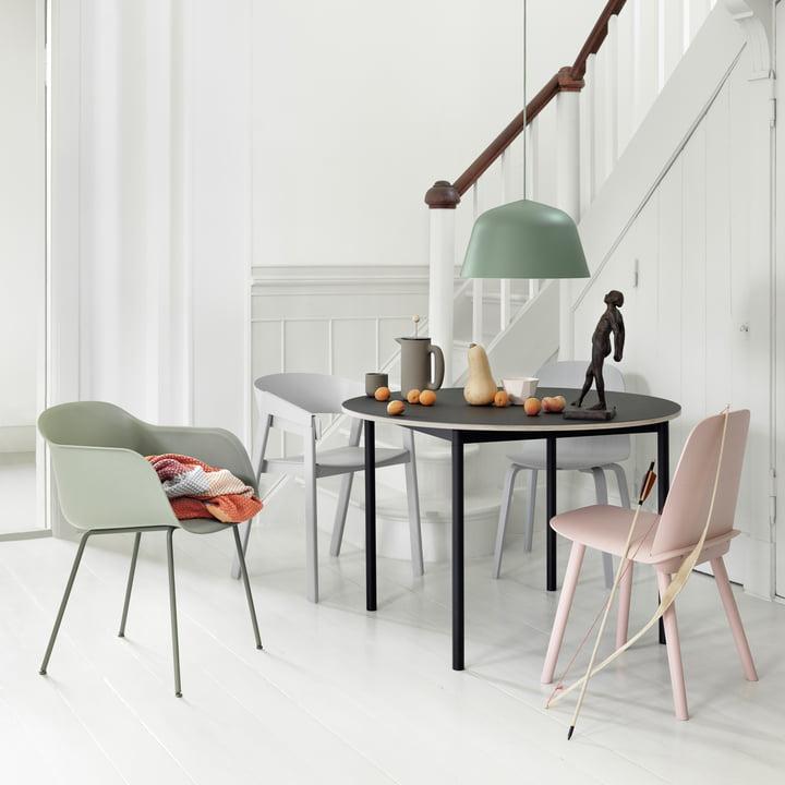 Muuto - Base Table Ø 110 cm in Schwarz mir Sperrholzkante