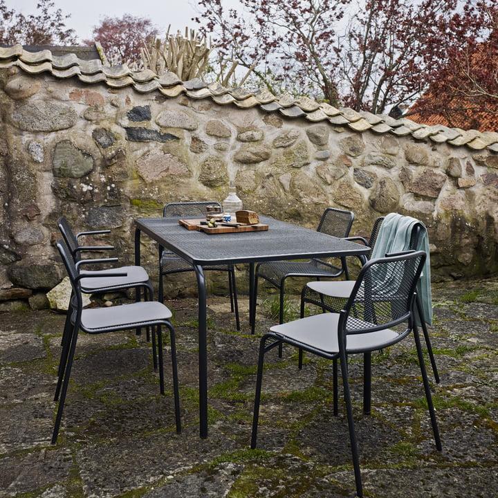 Mira Esstisch und Stühle im Garten