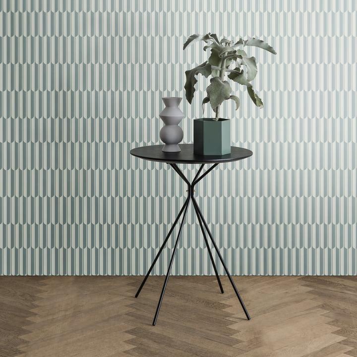 Hexagon Vase und Herman Beistelltisch