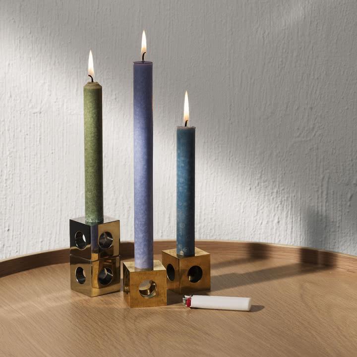 Der Cube Kerzenhalter von Menu in Messing