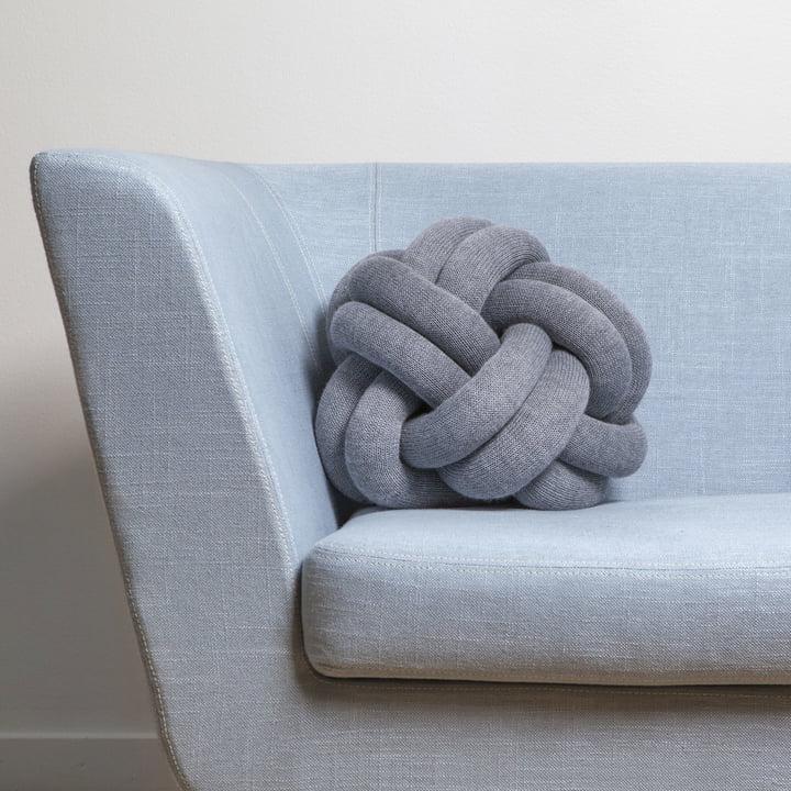 Knot Kissen auf dem Nest Sofa