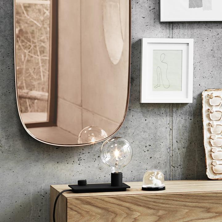 Der Framed Mirror und die Control Tischleuchte von Muuto