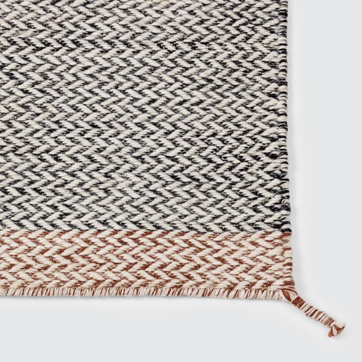 Der Ply Rug Teppich in schwarz-weiß von Muuto