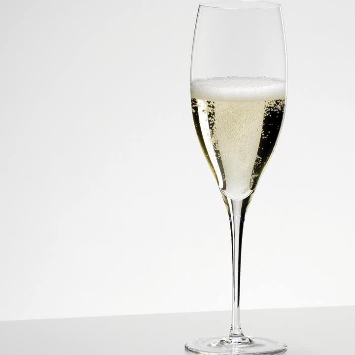 Glas für Champagner mit feinem Mundrand