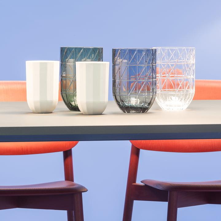 Die Hay - Colour Vase Glasvasen in L und die Paper Porcelain Vasen in M
