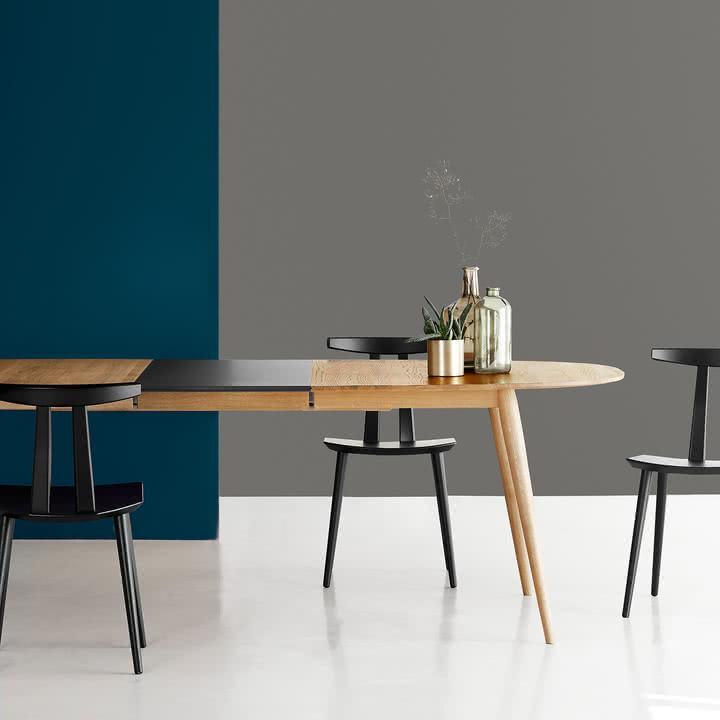 Play Dinner Lamé Esstisch und J111 Stuhl