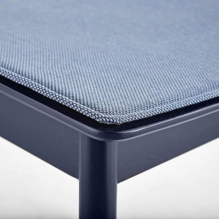 Pause Sitzkissen von Woud in Blau