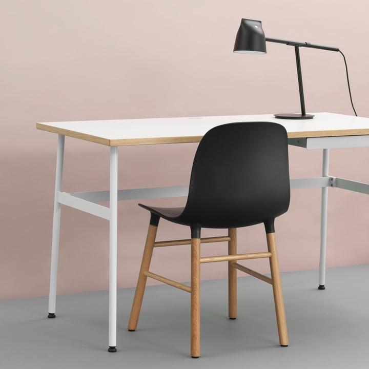 Journal Desk, Momento Tischleuchte und Form Chair