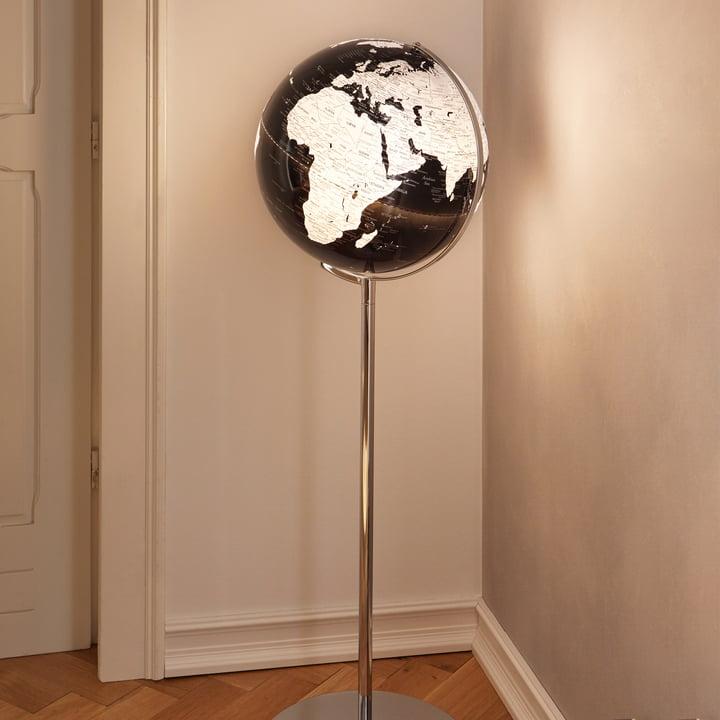 Hoher, beleuchteter Globus