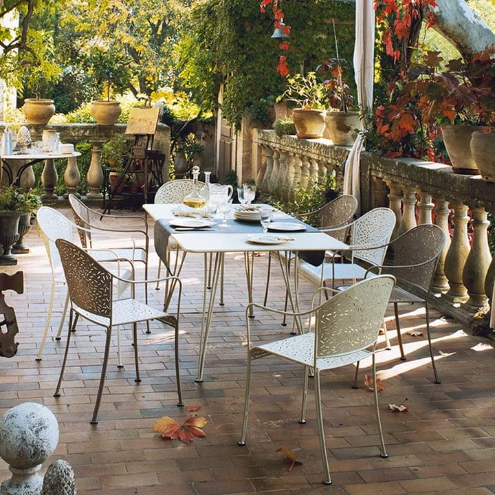 Rendez-Vous Sessel und Tisch von Fermob
