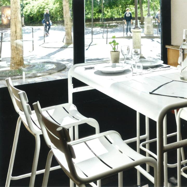 Luxembourg Barhocker und Tisch von Fermob