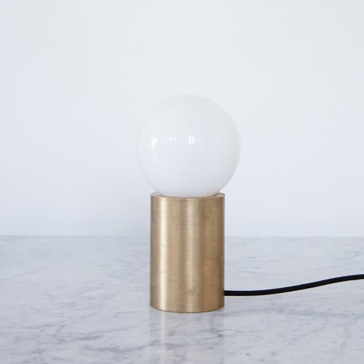 Socket Occasional Tischlampe aus Messing