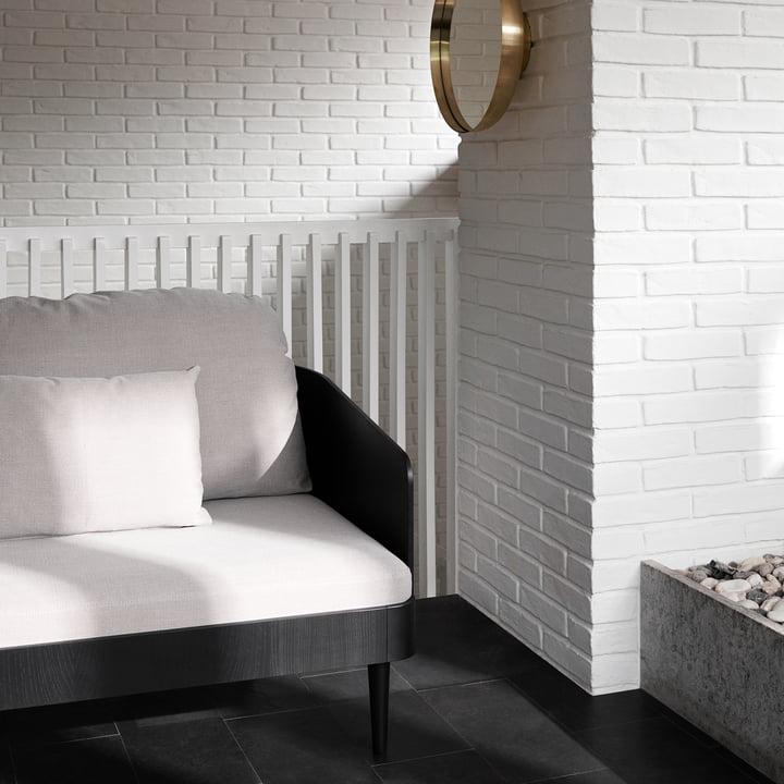 Helles Sofa in einer Nische